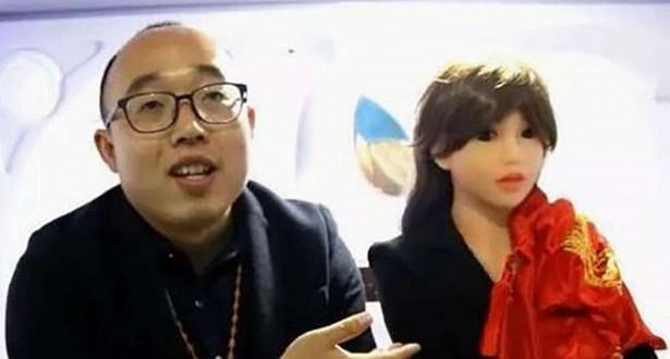 201704051049157388_Chinese-man-marries-robot-he-built-himself_SECVPF