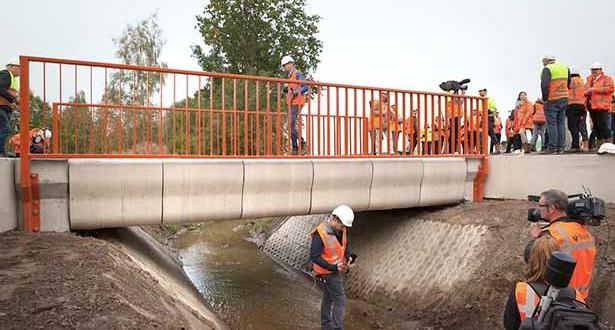 201710231113537371_Worlds-first-3Dprinted-bridge-opens-in-the-Netherlands_SECVPF